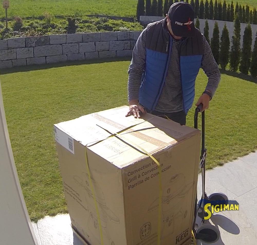 Der KEG 5000 kommt sicher verpackt in einer grossen Schachtel